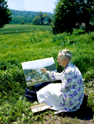 Grandma Moses painting in Garden 1946 Photo: Ifor Thomas; Courtesy Galerie St. Etienne, New York. c2020, Grandma Moses Properties Co., NY